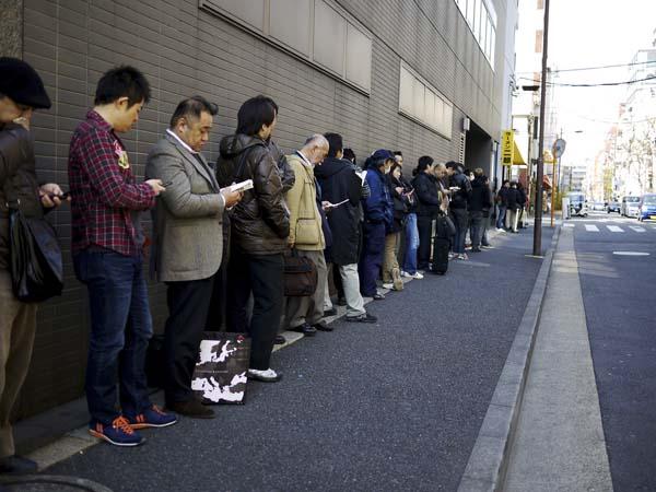 japan-queue-4