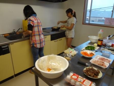 Kết quả hình ảnh cho tự nấu ăn sinh viên